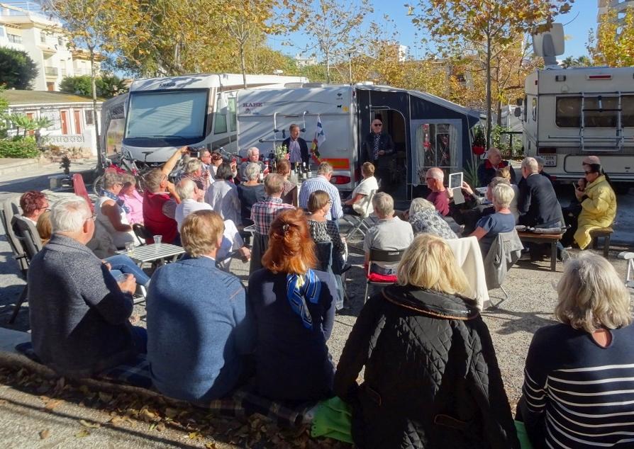 Olen Suomalainen – laulu kaikui komeasti Torremolinoksen camping-alueella.