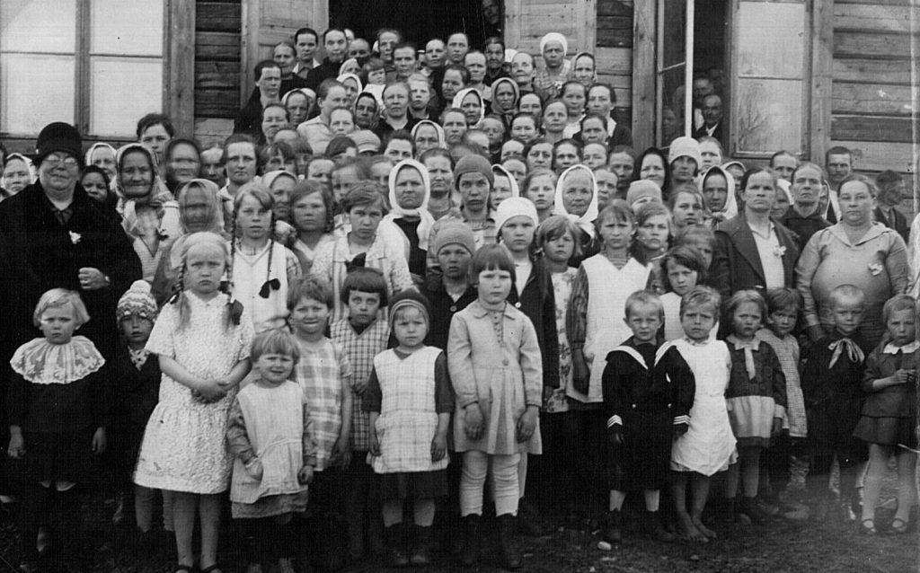 Äitienpäiväjuhlat Sorjossa. Kuvan ottamisvuosi ei ole tiedossa. Kurkijoki-museon kuva-arkisto.