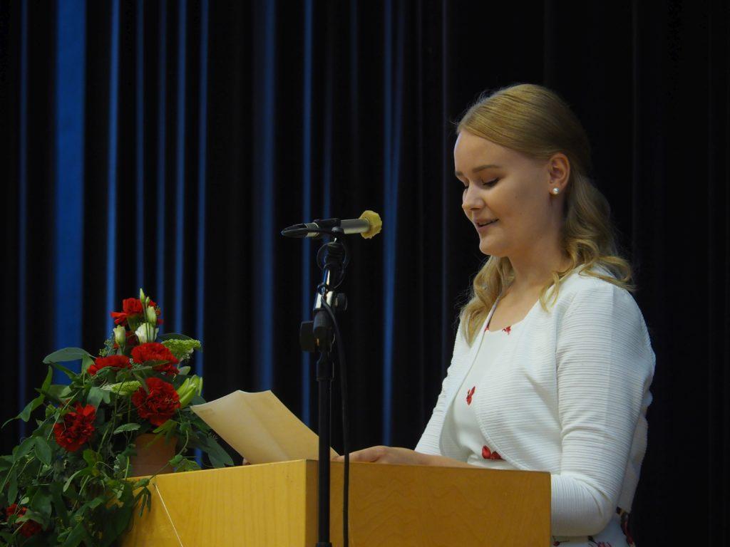 Elisenvaaran lukion stipendiaatti Emmi Laaksonen. Kuva Mika Koivusalo.