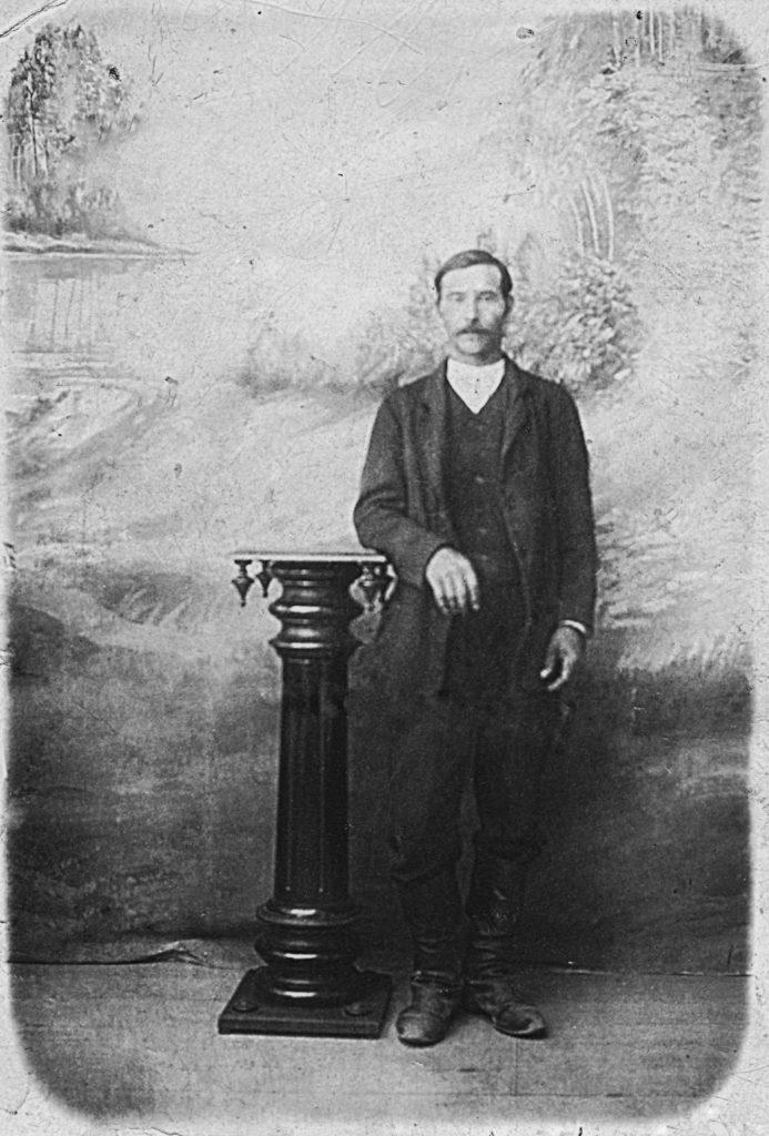 Isoisästäni Vladimiristä tuo kuva on ainoa otettu ja säilynyt.