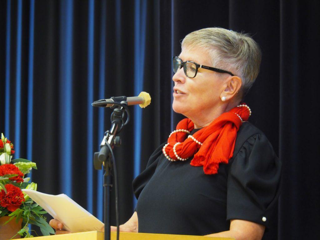 Musiikki, meri ja kurkijokelaisuus ovat Tiina Tunturille tärkeitä. Kaksi viime vuotta hän on toiminut pitäjäjuhlien juontajana. Kuva:Mika Koivusalo.