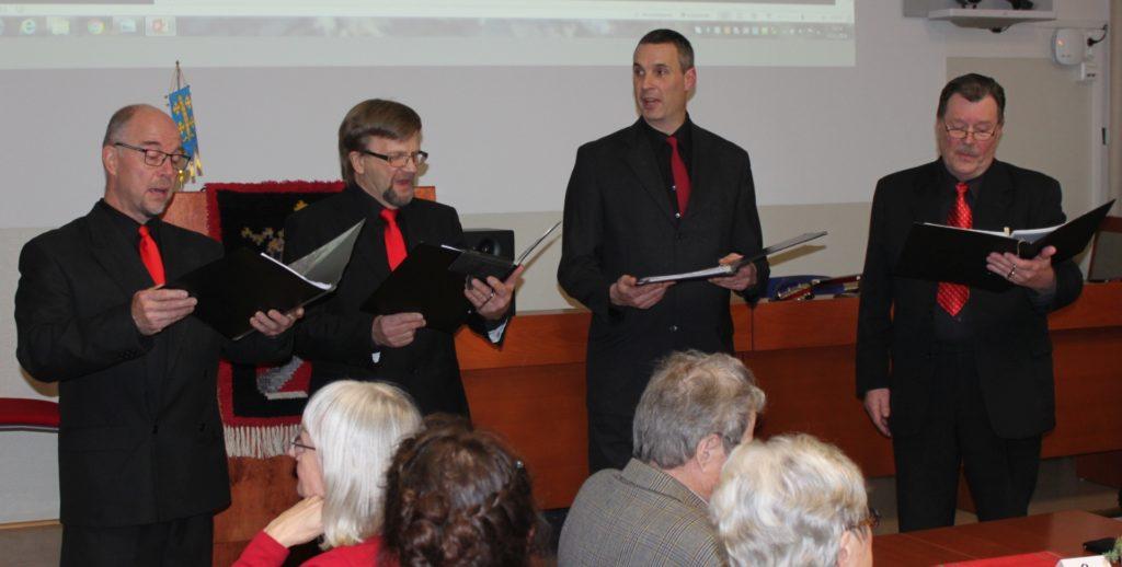 """""""Laulamme asioista, jotka vanhalle äijäkvartetille ovat tärkeitä eli naisista"""", totesivat Lutuset, joilta sujuivat myös joululaulut."""