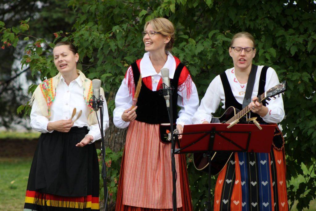 Ämmien musiikissa soi folk, kansanmusiikki ja muutkin musiikkisuunnat taipuvat meneväksi esitykseksi. Kuva: Jouko Pukki.