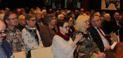 Karjala-seminaarin yleisöä.