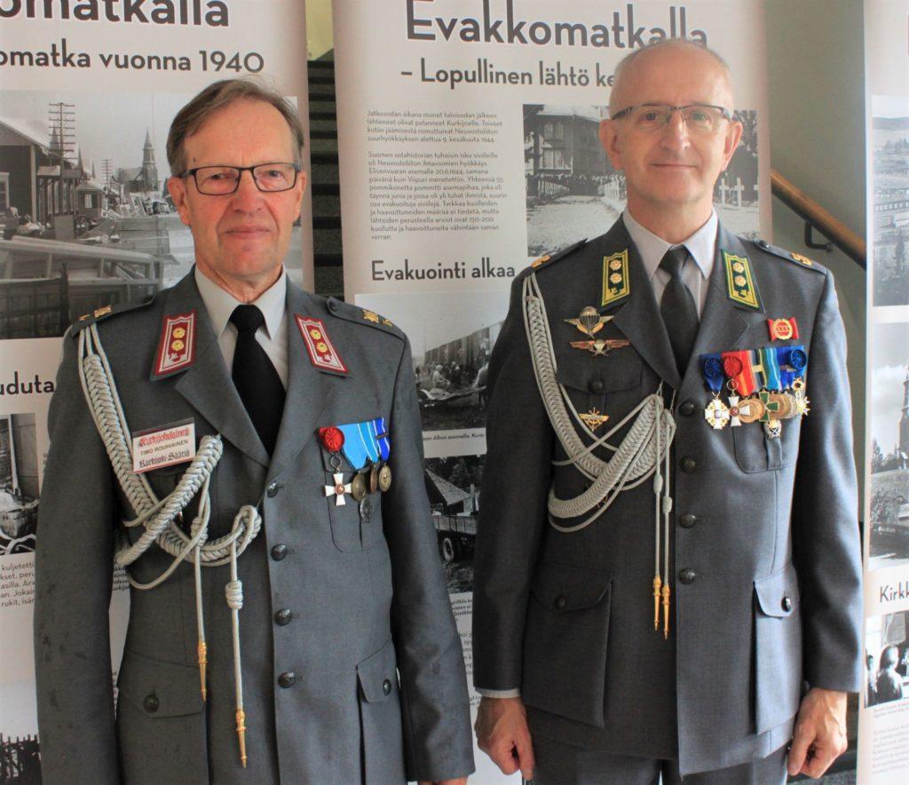 Näiden miesten kanssa on turvallista matkata. Everstiluutnantit Timo Rouhiainen ja Hans Adolf Ehrnrooth pitäjäjuhlilla viime kesänä.