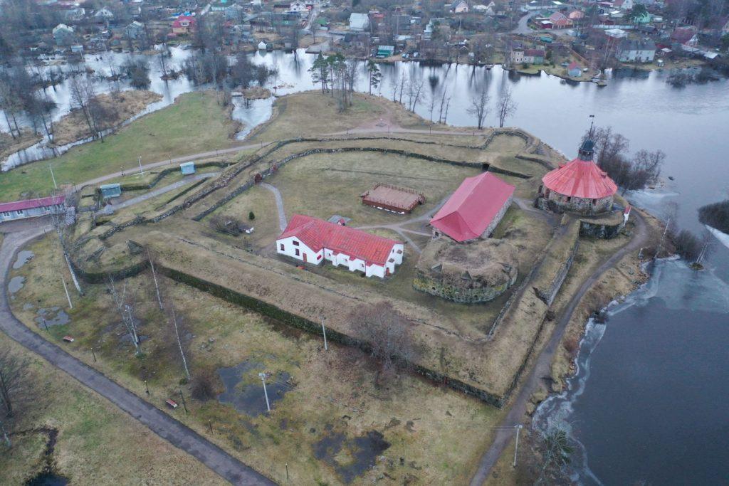 Käkisalmen linna Vuoksen pohjoisen laskuhaaran suulla.