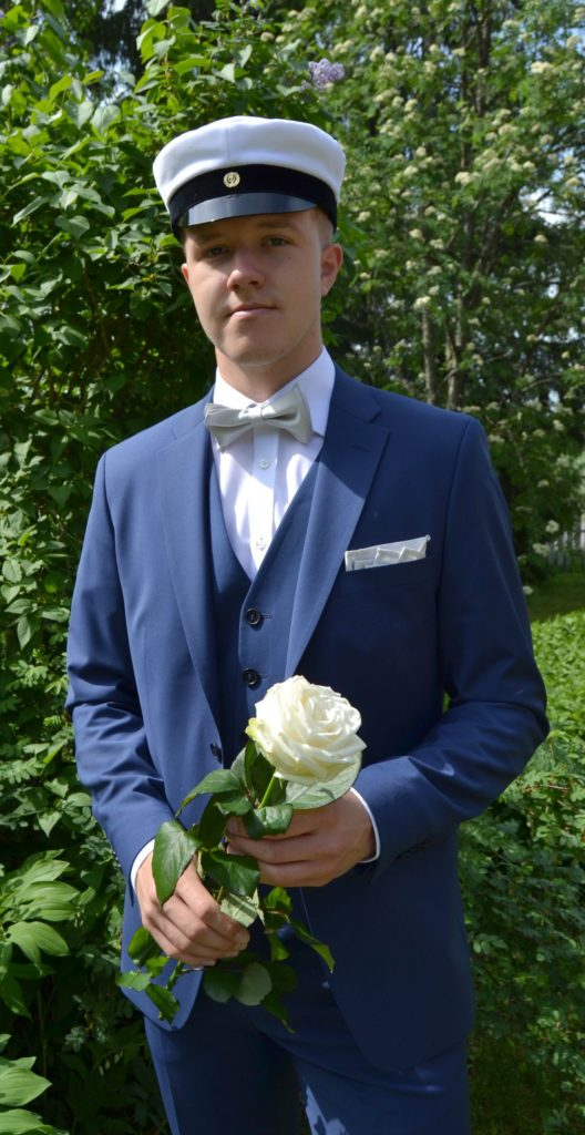 Veikka Hurme valmistui ylioppilaaksi Elisenvaaran lukiosta.